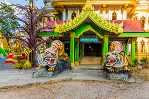Tiger statues at the Tiger Cave Temple in Krabi, Thailand, Southeast Asia, Asiaの写真素材 [FYI03797455]