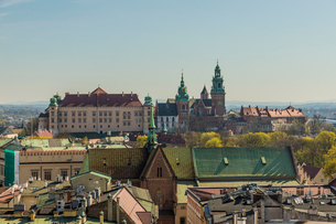 Aerial view of Wawel Castle and Cathedral and the medieval old town, UNESCO World Heritage Site, Kraの写真素材 [FYI03797469]