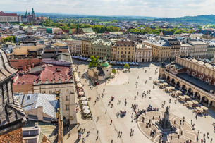An elevated view over the Main Square in the medieval old town, UNESCO World Heritage Site, Krakow,の写真素材 [FYI03797482]