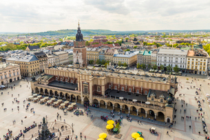 Elevated view of Cloth Hall in the Main Square in the medieval old town, UNESCO World Heritage Site,の写真素材 [FYI03797483]
