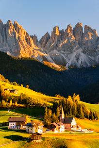 Funes valley in autumn season, Santa Magdalena, Bolzano Province, Trentino-Alto Adige, Italy, Europeの写真素材 [FYI03797500]