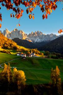 Funes valley in autumn season, Santa Magdalena, Bolzano Province, Trentino-Alto Adige, Italy, Europeの写真素材 [FYI03797502]
