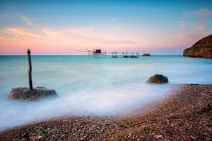 Costa dei Trabocchi National Park at dawn, Vasto, Punta Aderici, Marche, Italy, Europeの写真素材 [FYI03797503]
