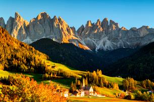 Funes Valley in autumn season, Santa Magdalena, Bolzano Province, Trentino-Alto Adige, Italy, Europeの写真素材 [FYI03797504]