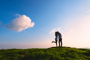 Couple in love just before sunset on Mount Guglielmo, Brescia pre-Alps, Brescia Province, Lombardy,の写真素材 [FYI03797511]