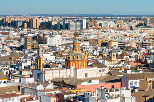 View of the historic center of Seville from the top of the Cathedral of Seville, Seville, Andalucia,の写真素材 [FYI03797533]