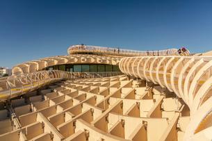 Setas de Sevilla, Metropol Parasol a huge wooden modern architecture structure, Seville, Andalucia,の写真素材 [FYI03797544]