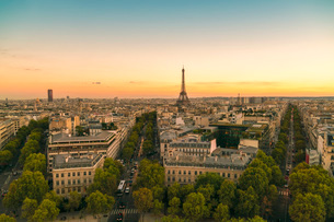 View of Eiffel Tower from Arc de Triomphe, Paris, France, Europeの写真素材 [FYI03797675]