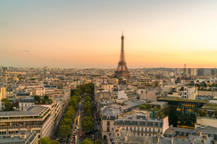 View of Eiffel Tower from Arc de Triomphe, Paris, France, Europeの写真素材 [FYI03797679]