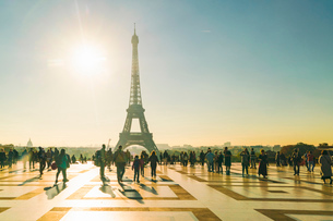 Place du Trocadero with Eiffel Tower in the background, Paris, France, Europeの写真素材 [FYI03797682]