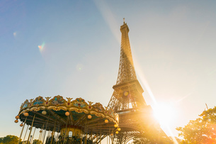 Eiffel Tower with historic Carousel, Paris, France, Europeの写真素材 [FYI03797691]