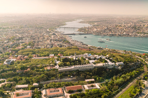 City of Istanbul from above with the Topkapi Palace, UNESCO World Heritage Site, in the foreground,の写真素材 [FYI03797695]