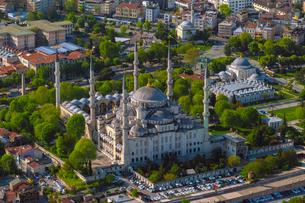 Aerial of Sultan Ahmet Mosque (Blue Mosque), UNESCO World Heritage Site, Istanbul, Turkey, Europeの写真素材 [FYI03797697]