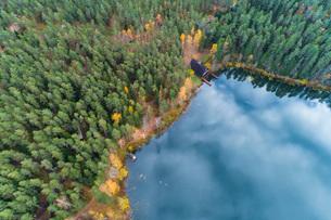 Viitna Lake in autumn from above, Laane-Viru, Estonia, Europeの写真素材 [FYI03797713]