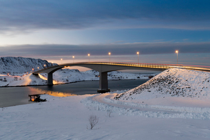 Fredvang Bridge at night in winter with covering of snow, Lofoten, Arctic, Norway, Europeの写真素材 [FYI03797843]