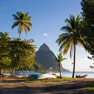 View from palm-fringed beach across Soufriere Bay to Petit Piton, evening, Soufriere, St. Lucia, Winの写真素材 [FYI03797915]