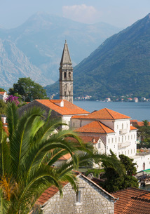 View over roofs to the Bay of Kotor, campanile of the Church of St. Nicholas (Sveti Nikola) prominenの写真素材 [FYI03798081]