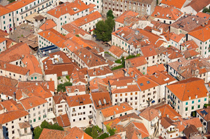 View over the tiled rooftops of the Old Town, Stari Grad, from the town walls, Kotor, Montenegro, Euの写真素材 [FYI03798086]