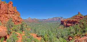 View of Sedona from the north slope of the Twin Buttes, Arizona, United States of America, North Ameの写真素材 [FYI03798106]