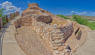 Panorama view of Tuzigoot Ruins from southeast corner, managed by the National Park Service, Arizonaの写真素材 [FYI03798118]