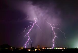 A late night lightning storm in Arlington during the 2012 Monsoon season, Arizona, United States ofの写真素材 [FYI03798153]