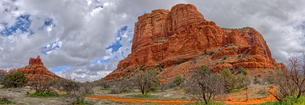 Panorama of Bell Rock and Courthouse Butte, viewed from Big Park Loop Trail, Sedona, Arizona, Unitedの写真素材 [FYI03798165]