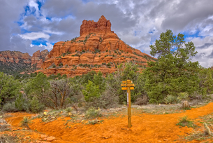 The Bell Rock of Sedona viewed from the Rector Connector Trail junction, Arizona, United States of Aの写真素材 [FYI03798166]