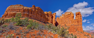 Close up panorama of Cathedral Rock in Sedona viewed from the secret trail that runs along the eastsの写真素材 [FYI03798172]