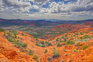 A view of western Sedona from a cliff on the south side of Cathedral Rock, Sedona, Arizona, United Sの写真素材 [FYI03798194]