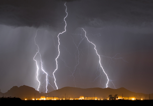 A large lightning storm behind a nuclear power plant in western Arizona during the 2014 Monsoon seasの写真素材 [FYI03798198]