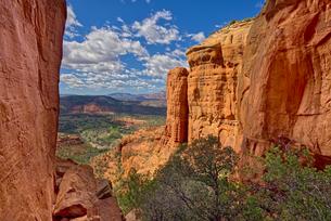 Northwest view of Sedona from within the saddle on Cathedral Rock, Sedona, Arizona, United States ofの写真素材 [FYI03798210]