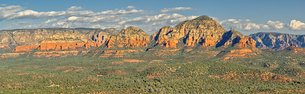 Panorama of Sedona viewed from the summit of Doe Mountain, Arizona, United States of America, Northの写真素材 [FYI03798213]