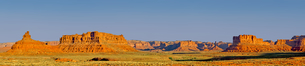 Super panorama of Valley of the Gods in Utah near the town of Mexican Hat, Utah, United States of Amの写真素材 [FYI03798222]