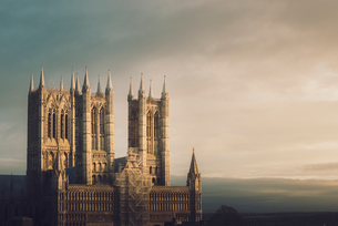 Lincoln Cathedral standing proud whilst being repaired, Lincoln, Lincolnshire, England, United Kingdの写真素材 [FYI03798236]
