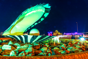 Oyster and Pearl Monument with fountain illuminated at night, celebrating the past pearl industry inの写真素材 [FYI03798258]