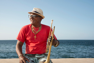 Trumpet player along the Malecon in Havana, Cuba, West Indies, Caribbean, Central Americaの写真素材 [FYI03798416]