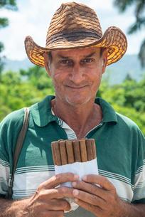 Local man selling Cuban cigars in Vinales, Cuba, West Indies, Caribbean, Central Americaの写真素材 [FYI03798424]