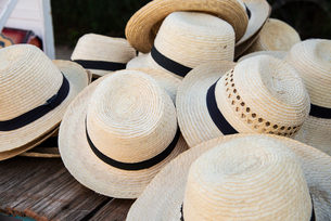 Straw hats for sale in Vinales, Cuba, West Indies, Caribbean, Central Americaの写真素材 [FYI03798425]