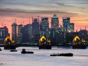 Canary WhaRF-NE from at Woolwich dusk, London, England, United Kingdom, Europeの写真素材 [FYI03798478]