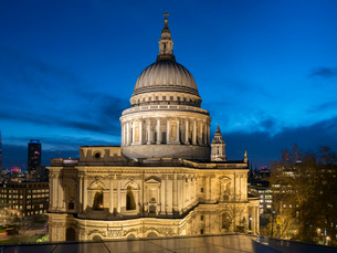 St. Pauls Cathedral dusk, London, England, United Kingdom, Europeの写真素材 [FYI03798492]