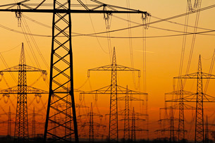 Pylons and power lines in morning light, Germany, Europeの写真素材 [FYI03798511]