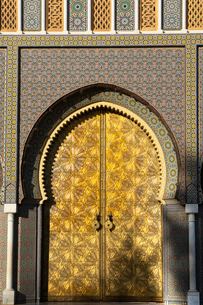 The imposing Moorish front gateway in the evening sun, of the Dar el-Makhzen (Royal Palace), New Fezの写真素材 [FYI03798533]