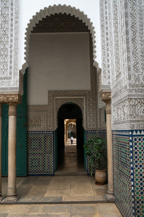 Man wanders down a long corridor decorated in Moorish style, Mahkama du Pacha, former Law Courts, Caの写真素材 [FYI03798551]