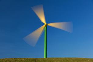 Wind Turbines, South Wales, United Kingdom, Europeの写真素材 [FYI03798570]