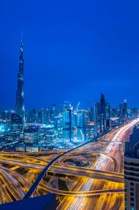 Burj Khalifa and Dubai skyline, Dubai, United Arab Emirates, Middle Eastの写真素材 [FYI03798585]