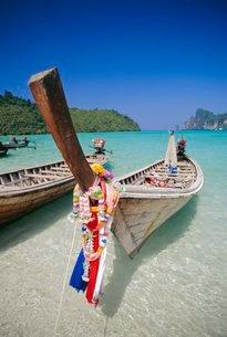 Long tail boat, Phi Phi Islands, Thailandの写真素材 [FYI03798604]