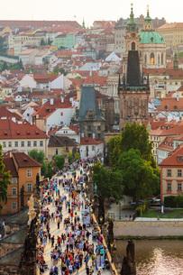 Charles Bridge, Prague, UNESCO World Heritage Site, Bohemia, Czech Republic, Europeの写真素材 [FYI03798629]