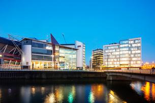 Millennium Stadium Plaza and city centre new development, Cardiff, Wales, United Kingdom, Europeの写真素材 [FYI03798655]