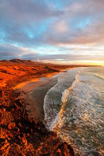 El Cotillo coastal scenery at sunset, Fuerteventura, Canary Islands, Spain, Atlantic, Europeの写真素材 [FYI03798658]