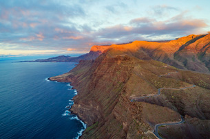 West coast scenery at sunset, Gran Canaria, Canary Islands, Spain, Atlantic, Europeの写真素材 [FYI03798677]